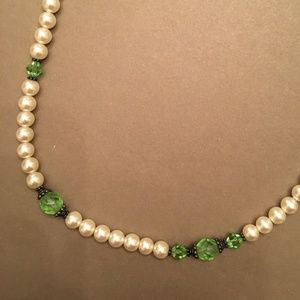 Pearl and green beaded necklace